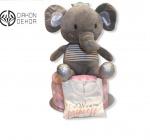 Cena: 4500din Torta od pelena sadrži: pelene vel. 3, ćebence, pamučnu bluzicu vel. 74, i velikog plišanog slona