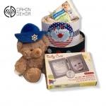 Cena: 4000din Torta od pelena sadrži: pelene vel. 2, ram za otisak stpala i šake bebe sa glinom, vlažne maramice baby love, plišani meda
