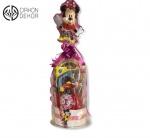 Cena: 4000din/6 Torta od pelena sadrži: pelene (vel. 4), Disney set koji sadrži plitak i dubok tanjir i čašu, auto na baterije koji svetli i svira
