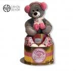 Cena: 4500din/5 Torta od pelena sadrži: pelene vel. 3, majicu vel. 74, cipele broj 19, čarapice i plišanog medu
