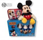 Cena: 3000 din Torta od pelena sadrži:Set kugla sa 6 čunjeva, kutija sa slatkišima i Miki Maus koji peva kada se pritisne