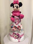 Cena: 3000 din/99 Sadrži: pelene vel. 4, plišanu Minnie Mouse koja peva kada se pritisne i preslatku šnalu za kosu