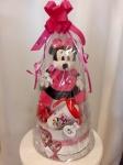 Cena: 3500 din Torta od pelena sadrži: pelene, plišani Mini Maus, čašu i mašnu za kosu Mini