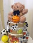 Cena: 3500 din Sadrži: pelene, plišanog medu, pamučni bodić, čarapice, set gumenih loptica