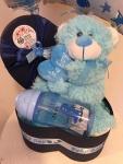 Cena: 3500 din Sadrži: pelene u ukrasnoj kutiji, flašicu, plišanog medu i balone