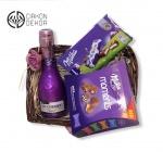 Slatki paket sadrži: Pletenu korpu, J.P Chenet fashion cassis 0.20l,milka milkinis,milka moments. Cena: 2500din /35