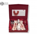 Slatki paket sadrži: Kutija, 2 vinske čaše, 5 raffaello, J.P Chenet ice edition 0.20l Cena:4000din /40