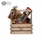 Slatki paket sadrži: Drvena gajbica, scotch whisky 0.7l,ferrero rocher,bombonjera,mirisna sveća. Cena: 4000din /30