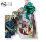 Slatki paket sadrži: Kutija, J.P Chenet colombard shardonnay, J.P Chenet rose, ferrero rocher. Cena: 3500din
