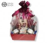 Slatki paket sadrži: Kutija,2 J.P Chenet cabernet syrah 0.20l,praline,papagena kokos kuglice,metalna kutija. Cena: 3000din