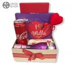 Slatki paket sadrži: kutija, i love Milka bombonjera, coca cola, Raffaello, chenet penušavo vino 0.20l Cena: 3000din /62