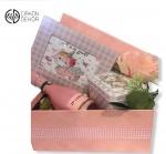 Slatki paket sadrži: Unikatan foto ram i unikatna kutija uz Chenet i Ferrero