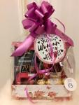 Poklon paket sadrži: luksuznu kutiju, džem od maline Maribel raspberry, J.D Gross dark chocolate 70% cacao raspberry, Ferrero Rocher čokoladne kuglice, čokoladne praline sa kikirikijem Cena: 2500din/83