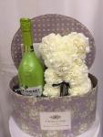 Cena: 5500 din/40 Poklon paket sadrži:  veliku vintage kutiju, medu od cvetića, J.P. CChenet fashion apple francusko penušavo vino 750ml,  čašu za šampanjac i čokoladu Braon coconut