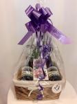 Cena: 2000 din Poklon sadrži: dva kupinova vina, Milford voćni čaj u prelepoj pletenoj korpi