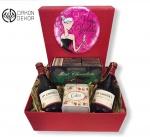 Cena: 2500 din Paket sadrži: 2 J.P. CHENET france cabernet-syrah, metalnu kutijicu za keksiće, Mint Chocolate 200 gr, u ukrasnoj kutijih crna vina, metalnu kutijicu za keksiće