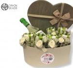 Cena: 2500 din Paket sadrži: set prstenova za salvete 6 komada, J.P Chenet francusko belo vino u ukrasnoj kutiji u obliku srca
