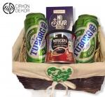 Cena: 2300 din Poklon paket sadrži: paket u pletenoj korpi-tuborg, nesica i čokolada bez šećera