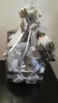 Dostupno - velika sveća, nadstolnjak, salvete, kutija i ukras deda mraz
