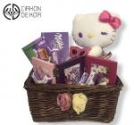 Cena: 2800din. Paket sadrži: Pletena korpa Milka čokolada, Milkins, ilka bonbons, Milka čoko, 3 metalna rama i plišana Hello Kitty