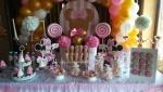 Dekoracija slatkog stola Mini Maus za prvi rođendan