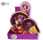 Cena: 3000 din Sadrži: set Disney - plitak, dubok tanjir i čašu i Mini na motoru (radi na beterije)