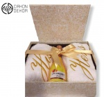 5. Wedding box 1. : frotirski peškir Hers, frotirski peškir His, J.P. Chenet francusko penušavo vino peach, mirišljava sveća, čestitka, ukrasna kutija Cena: 4500 din