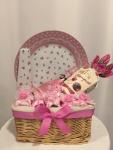 12. Flower box Keramička tacna za kolače sa vadilicom, set od 6 prstenova za salvete, bombonjera Heidi bouquet višnja, pletena korpa Cena: 3700 din