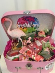 27. Summer gift box: ukrasno koferče, flamingos figura, shower gel fruity touch, hand balm strawberry skin, mirišljava sveća Cena: 3200 din