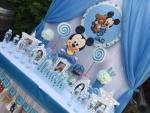 Dekoracija prvog rođendana tema beba Miki Maus